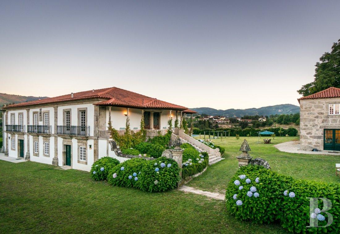 An 18th century family estate surrounded by lands and vineyards in the north of Portugal  - photo N°1