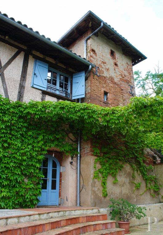 Character houses for sale - midi-pyrenees - A restored house, in the peace and quiet of wooded parklands,  by the side of a river in a village near to Toulouse