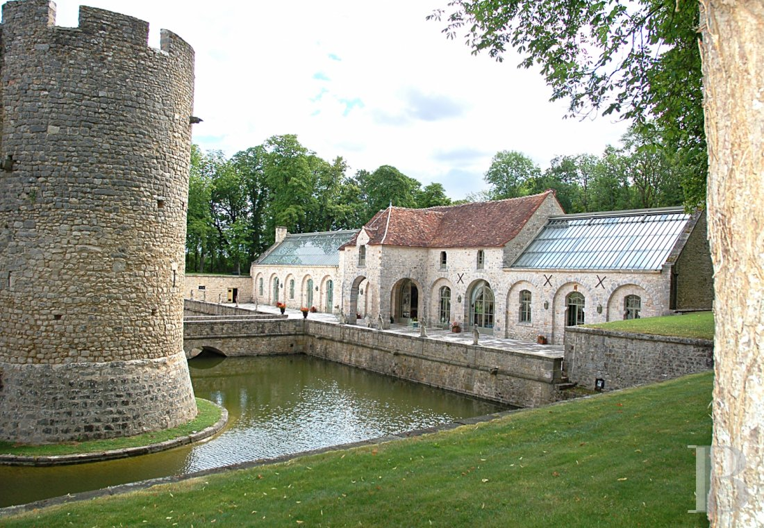fA medieval fortress transformed into a fairy tale castle  in Essonne, less than an hour from Paris - photo  n°13
