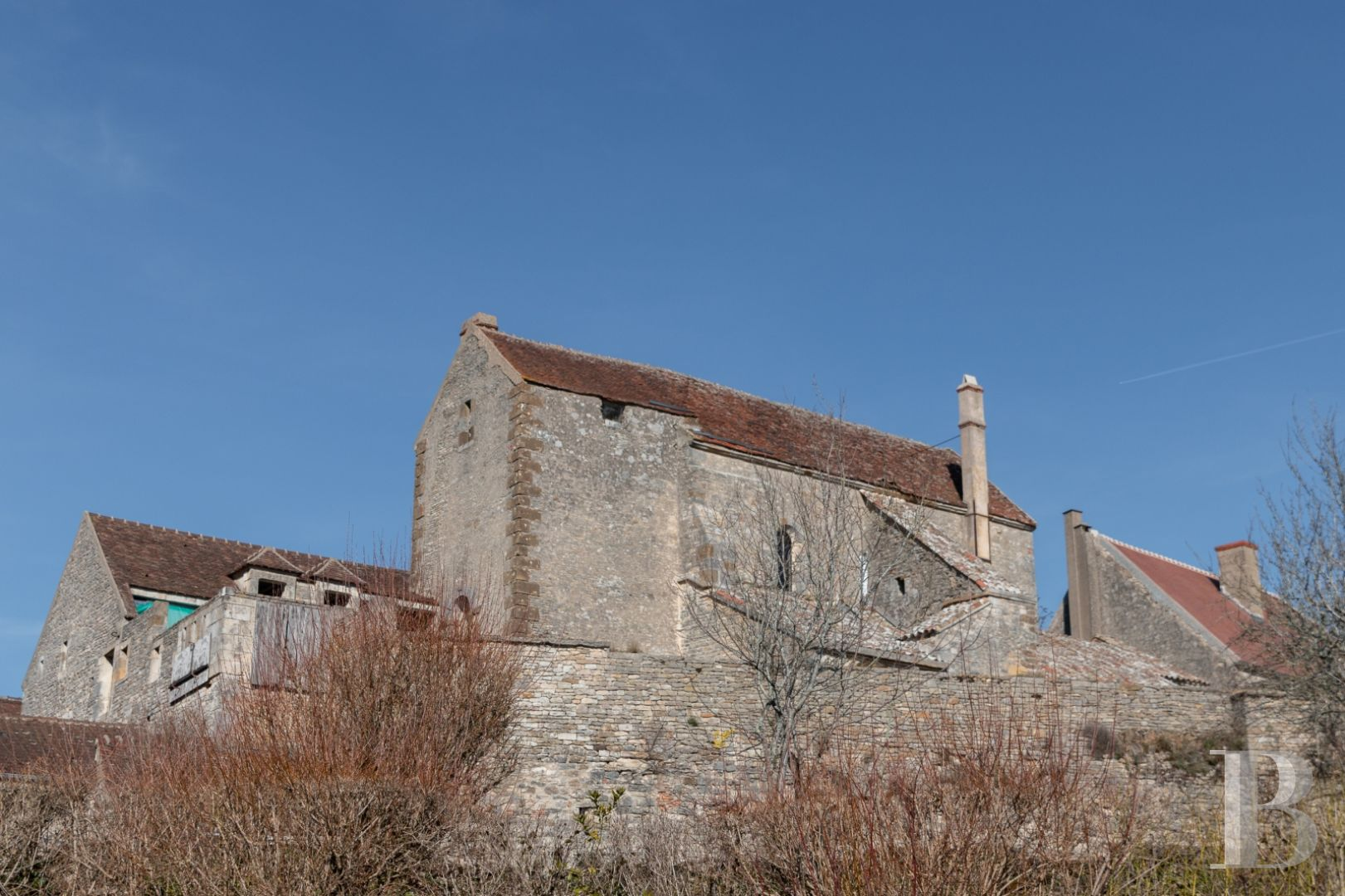 A listed, 12th century church in the midst of Vézelay, transformed into a  commercial and cultural centre
