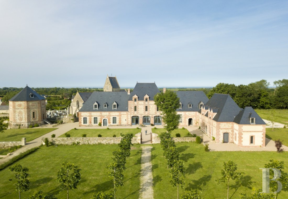 An old 17th century estate near the landing beaches in Cotentin, between Saint-Lô and Cherbourg - photo  n°1