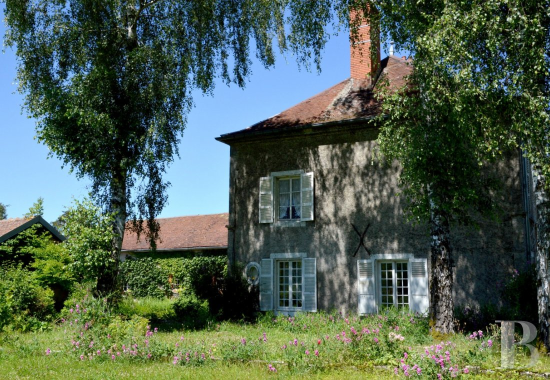 Character houses for sale - champagne-ardennes - A large, luxurious home and its old dairy,  with more than a hectare of land, in the Champagne region