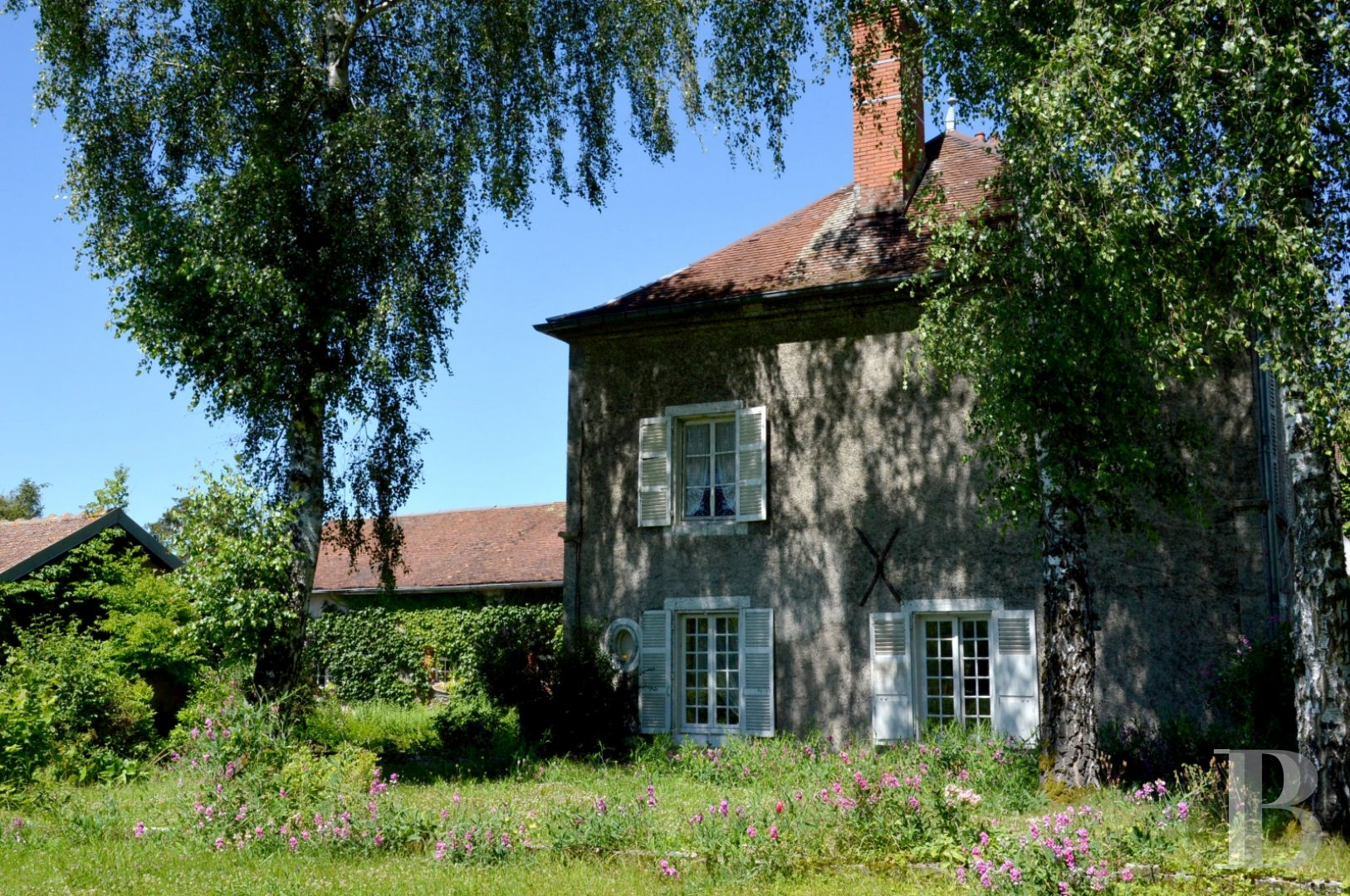 A large, luxurious home and its old dairy, with more than a hectare of  land, in the Champagne region