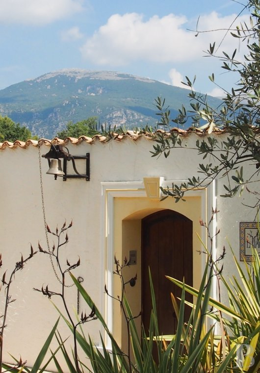 Character houses for sale - provence-cote-dazur - A hacienda, all on one level, in parklands  planted with olive trees just half an hour from Nice