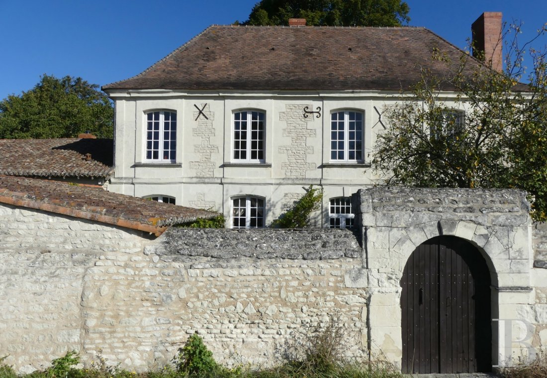 character properties France poitou charentes character houses - 1