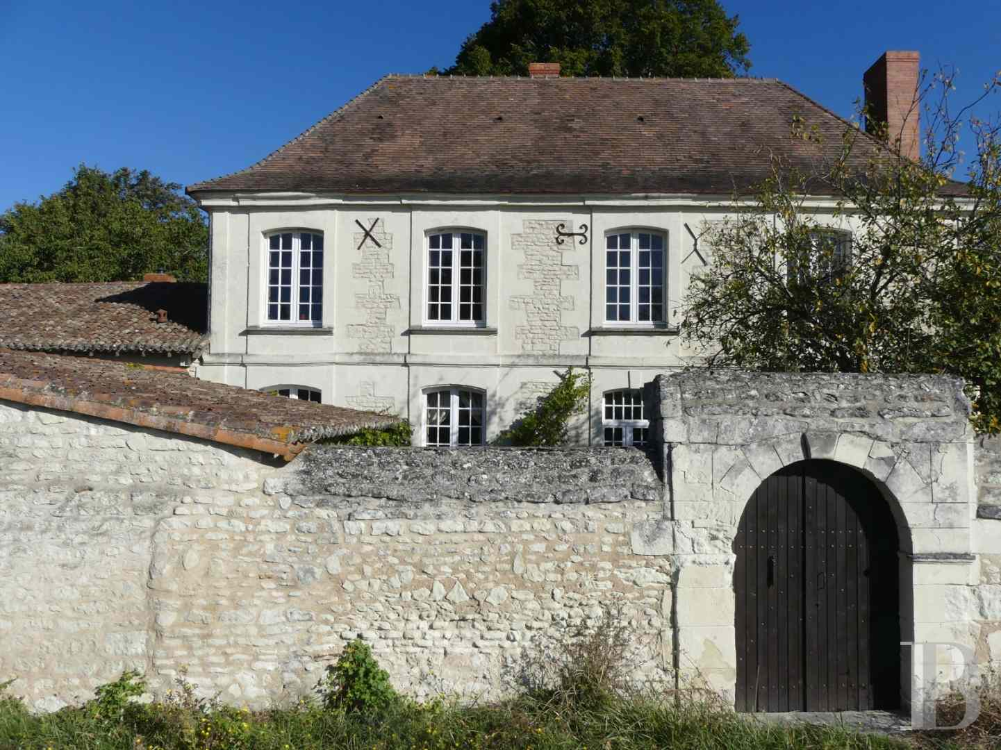 character properties France poitou charentes character houses - 1 zoom