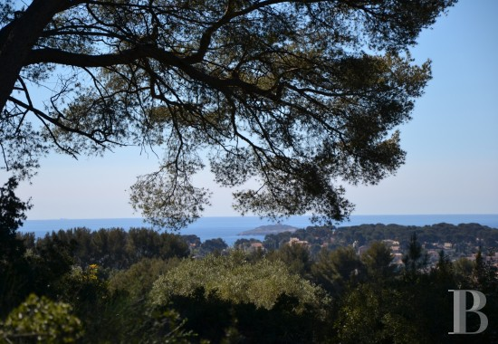 character properties France provence cote dazur   - 14
