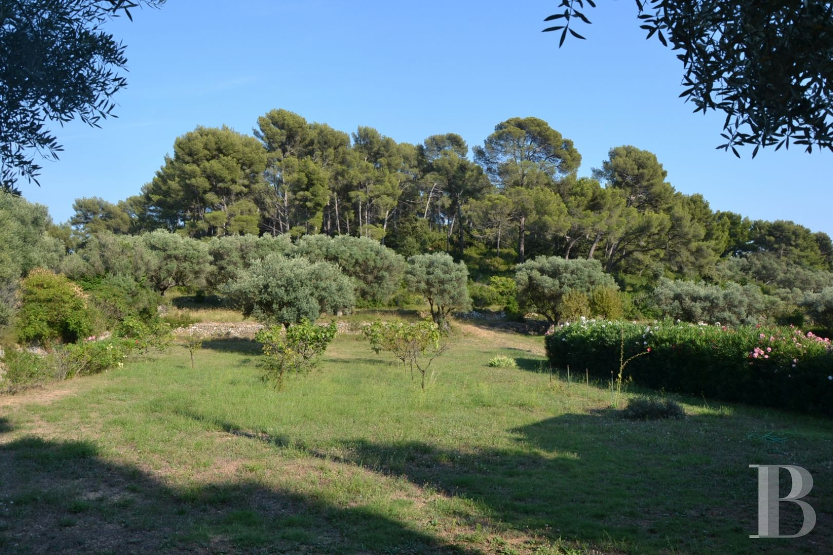 character properties France provence cote dazur character houses - 13 zoom