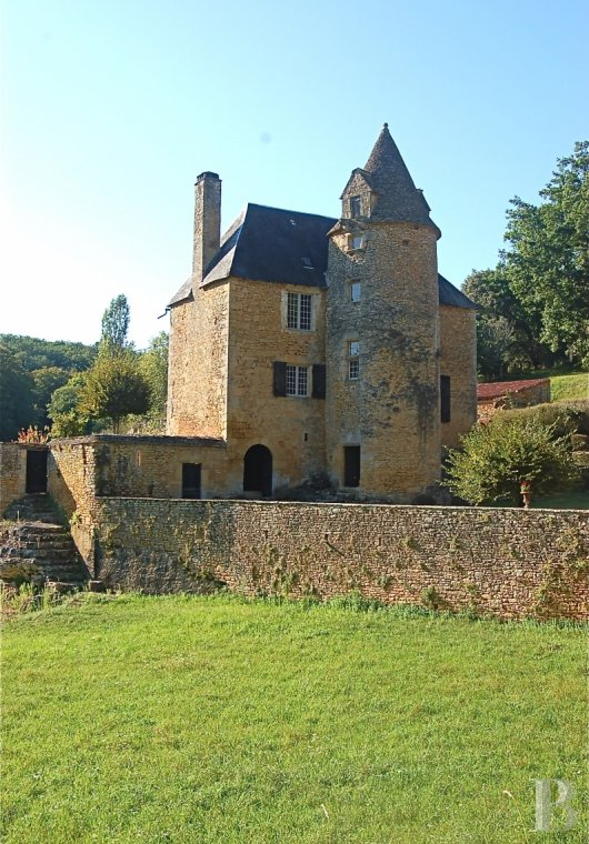 Manors for sale - aquitaine - A 15th & 18th century manor house, with twelve or so hectares  surrounded by woods, in the area around Sarlat