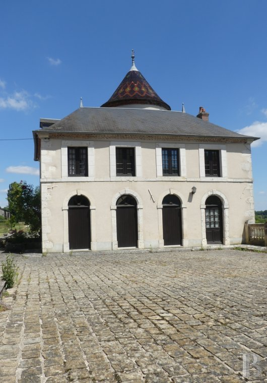 chateaux for sale France burgundy castles chateaux - 10 mini