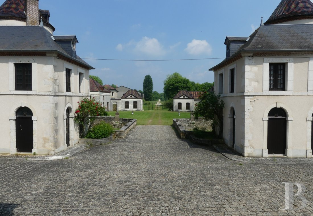 chateaux for sale France burgundy castles chateaux - 14 mini