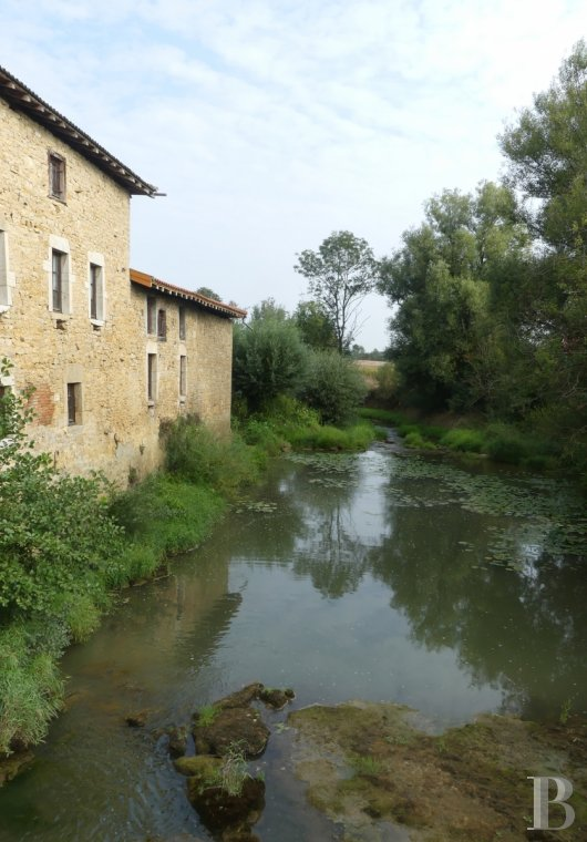 Mills for sale - rhones-alps - A mill, with full water rights, its equipment, its outbuildings and 2 ha of farmland, where the Bresse bocage countryside meets the first of the Revermont hills