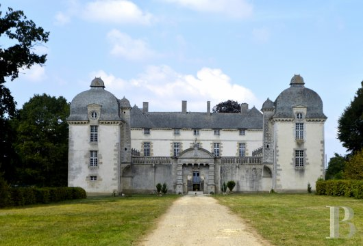 chateaux for sale France brittany castles chateaux - 2