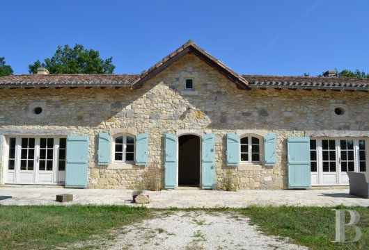 character properties France aquitaine character houses - 4 mini