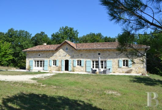 character properties France aquitaine character houses - 2 mini