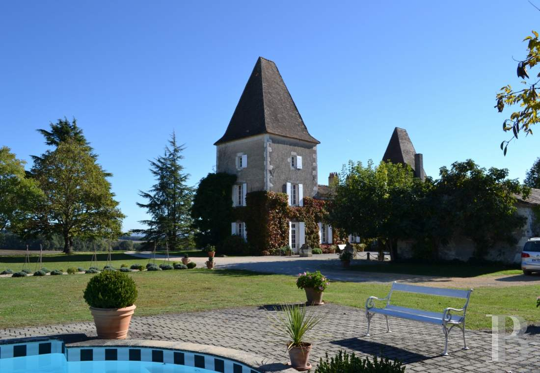 chateaux for sale France aquitaine castles chateaux - 15 mini
