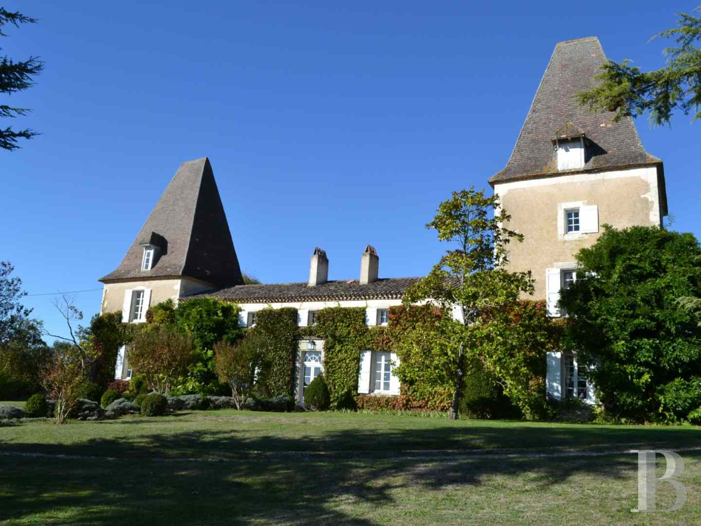 chateaux for sale France aquitaine castles chateaux - 1 zoom