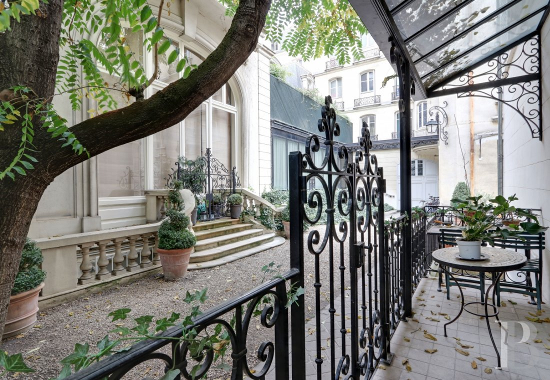 Houses for sale - paris - An 18th century, large, luxurious home, with 13 rooms, on Rue-de-Grenelle in Paris' 7th arrondissement