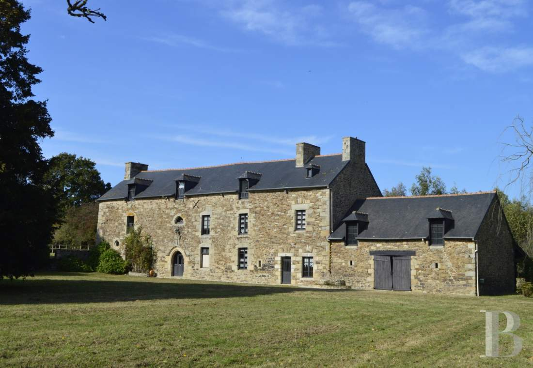 Manors for sale - brittany - A 15th & 17th century manor house in an excellent state of repair, with 1.7 hectares, in the area around Dinan
