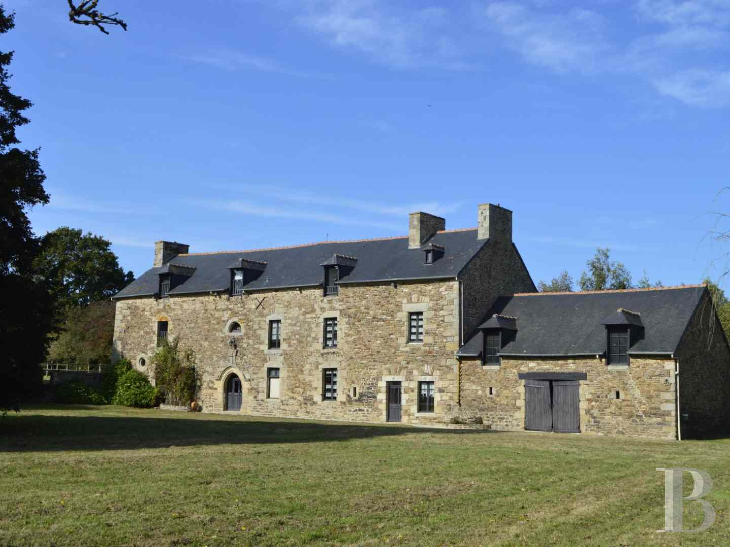 France mansions for sale brittany manors for - 1 zoom