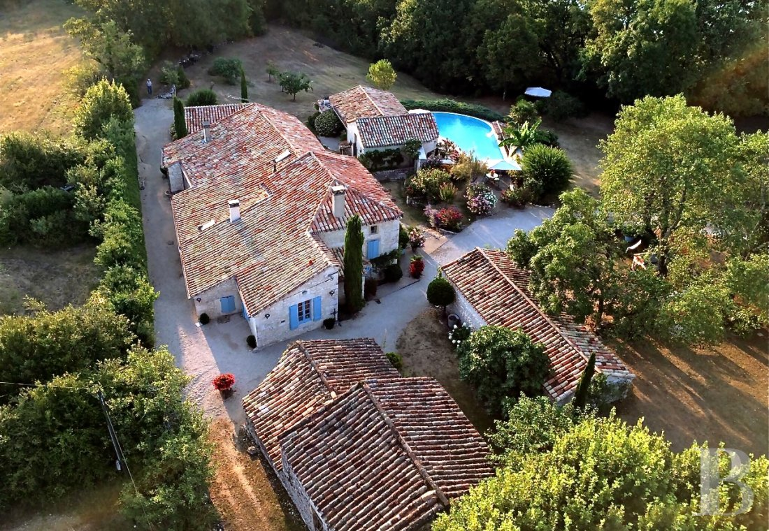 Character houses for sale - midi-pyrenees - An old, traditional Mas house, now a holiday home,  with seven hectares in the White Quercy region