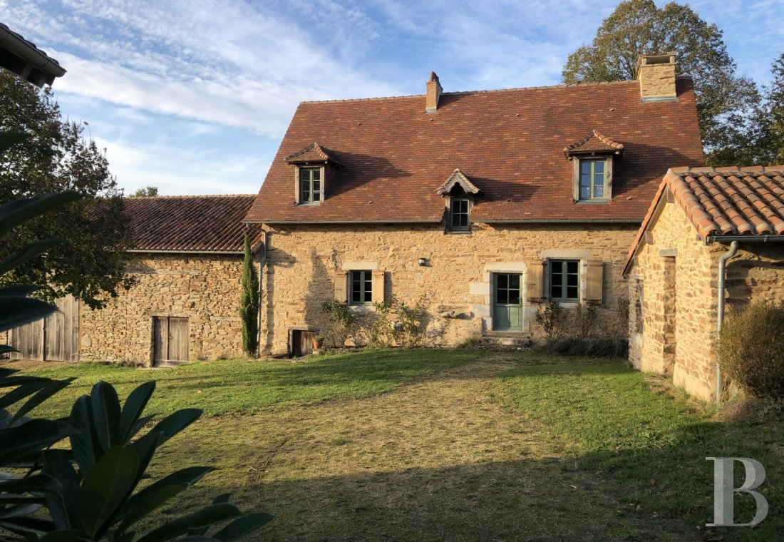 character properties France aquitaine character houses - 1 mini