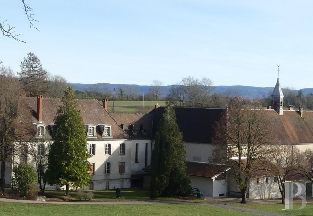 Religious edifices for sale - franche-comte - An old royal hospital, its chapel and its vaulted cellars  in the lake region an hour from Geneva