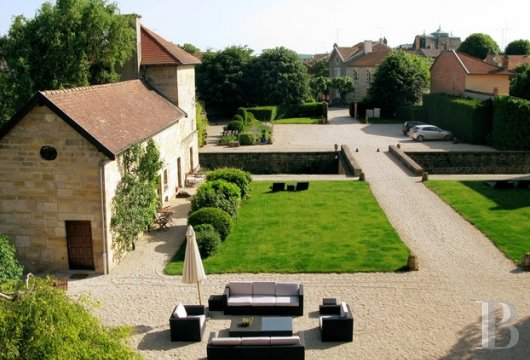 fA former fortress renovated with a contemporary spirit,  not farm from Bar-le-Duc - photo N�3