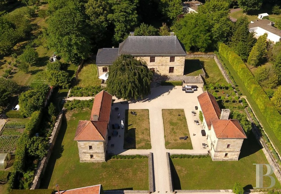 fA former fortress renovated with a contemporary spirit,  not farm from Bar-le-Duc - photo N�1