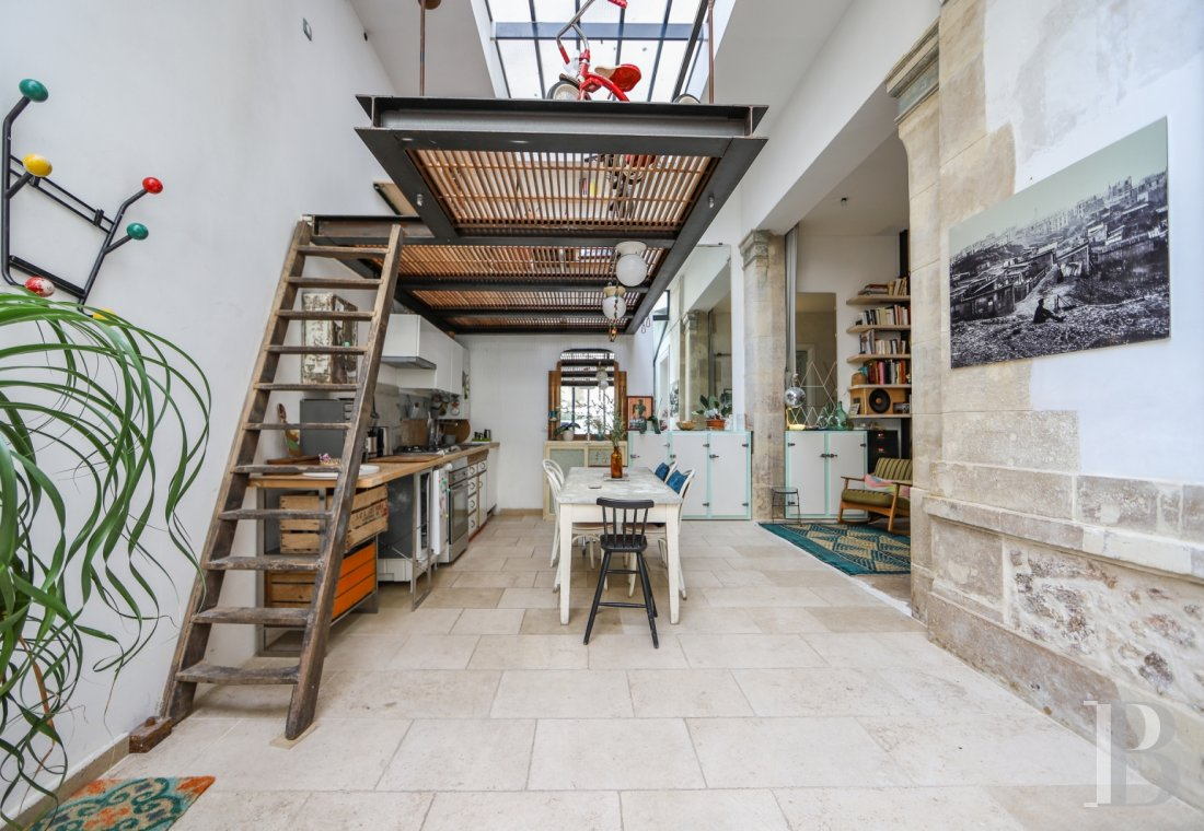 apartments for sale - paris - An 88 m², open-plan flat converted in the outbuildings of an 18th century mansion house,  half-way between Bonne-Nouvelle and Poissonnière underground stations