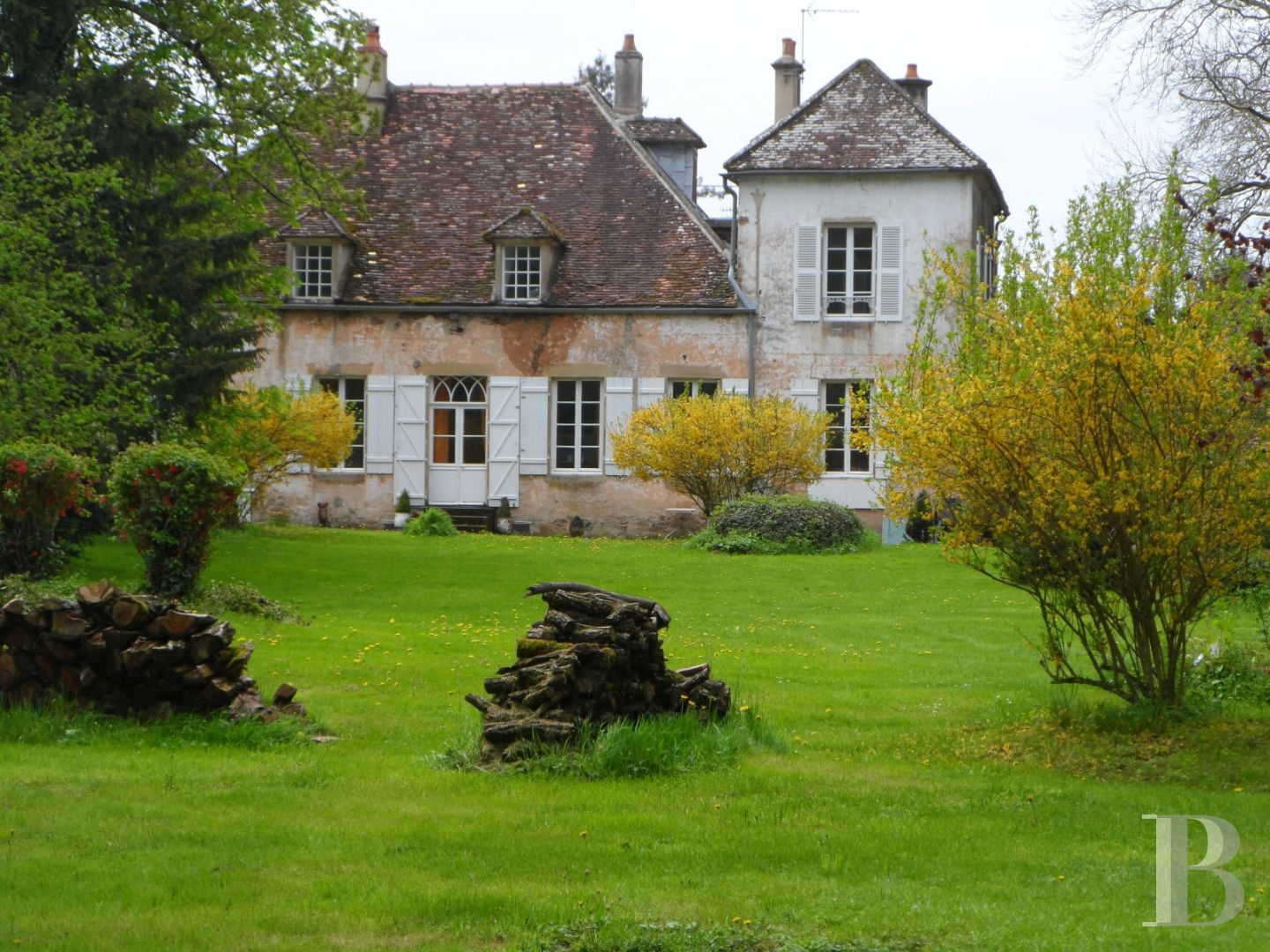 character properties France burgundy character houses - 1 zoom