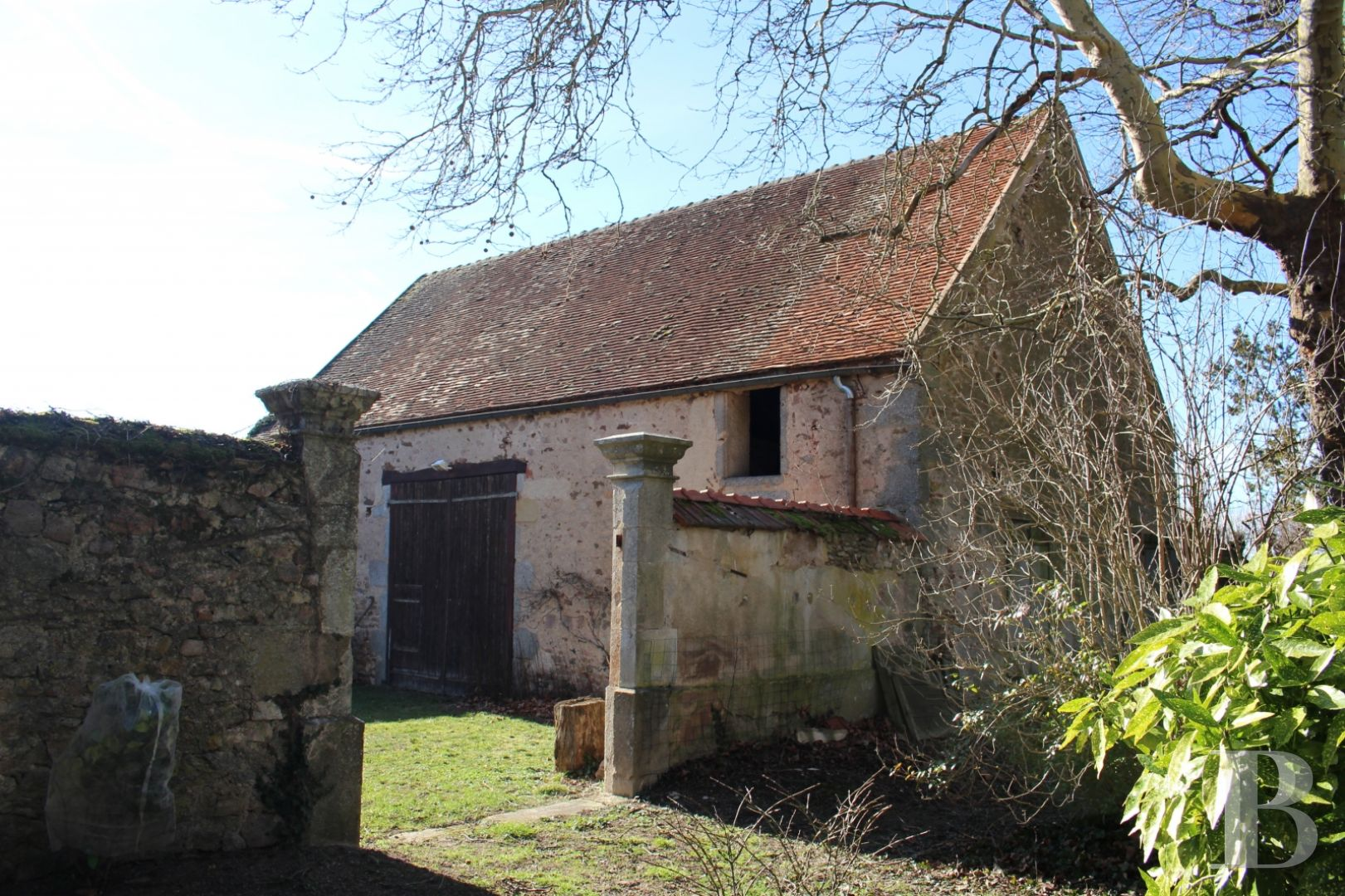 character properties France burgundy character houses - 6 zoom