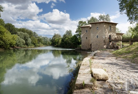 fA former fortified mill transformed into a family home  on the banks of the Hérault, between Montpellier and Béziers - photo N°2