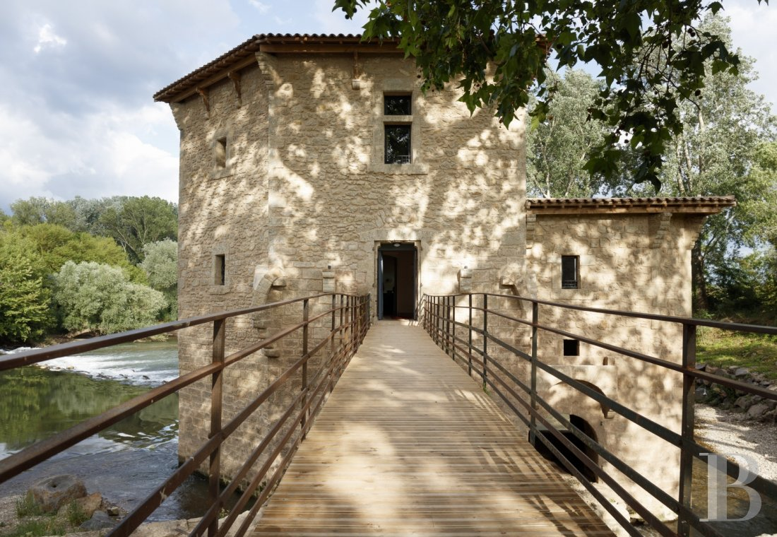A former fortified mill transformed into a family home  on the banks of the Hérault, between Montpellier and Béziers - photo  n°3