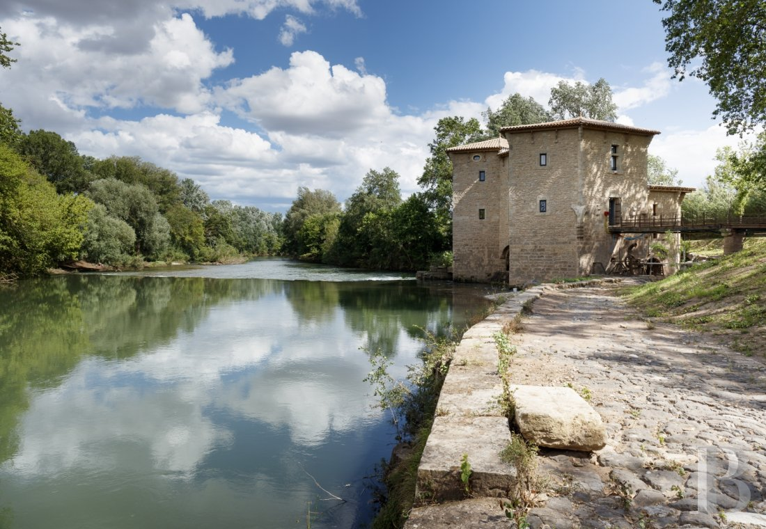 A former fortified mill transformed into a family home  on the banks of the Hérault, between Montpellier and Béziers - photo  n°2