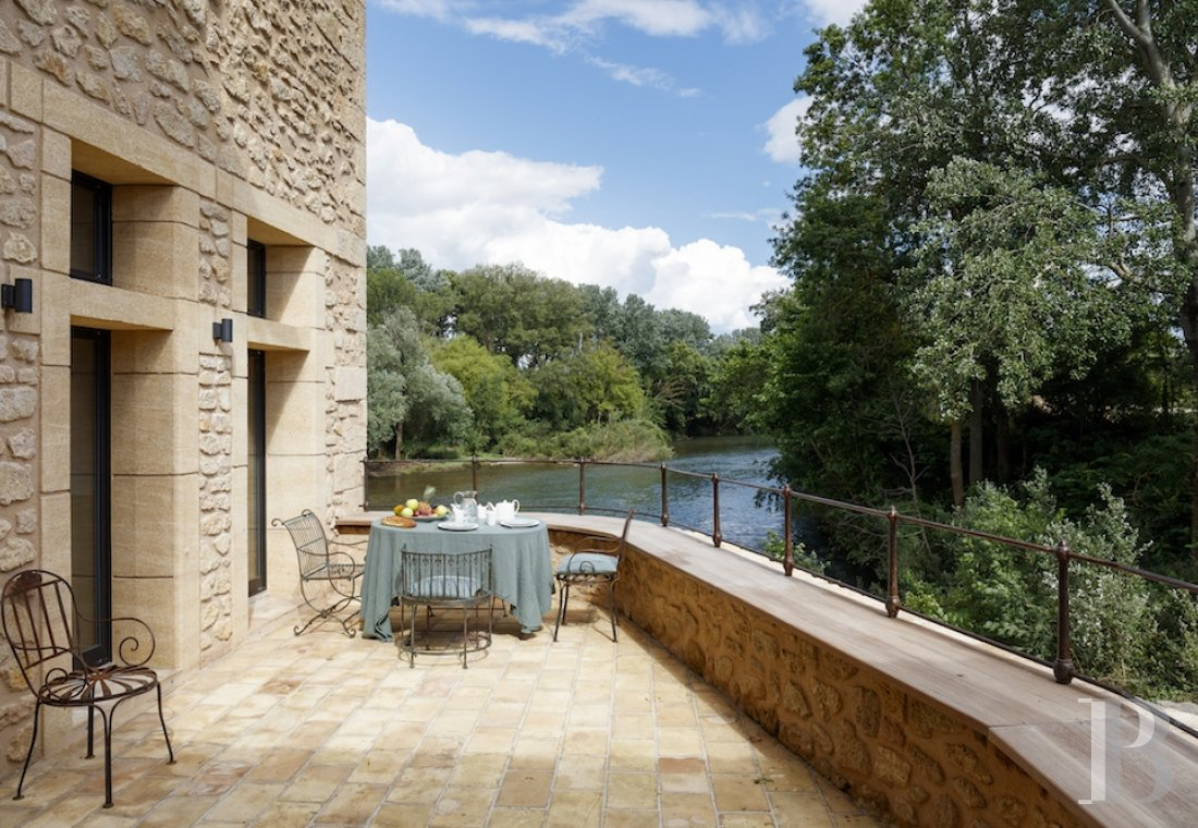 fA former fortified mill transformed into a family home  on the banks of the Hérault, between Montpellier and Béziers - photo N°25