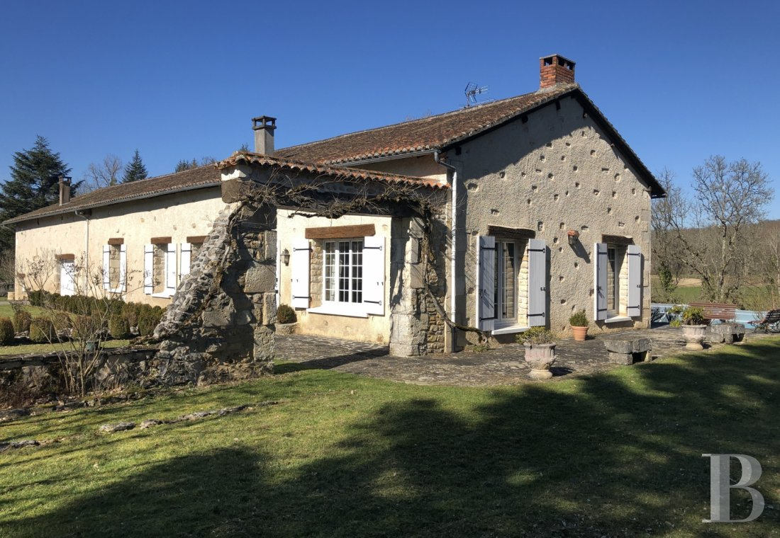 character properties France aquitaine   - 1