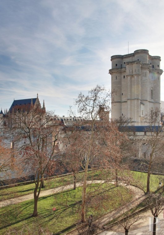 apartments for sale - paris - A refined, 150 m², 3-bedroomed flat facing the Château-de-Vincennes