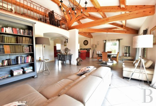 character properties France provence cote dazur   - 4