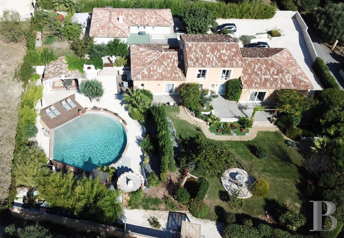 character properties France provence cote dazur   - 1