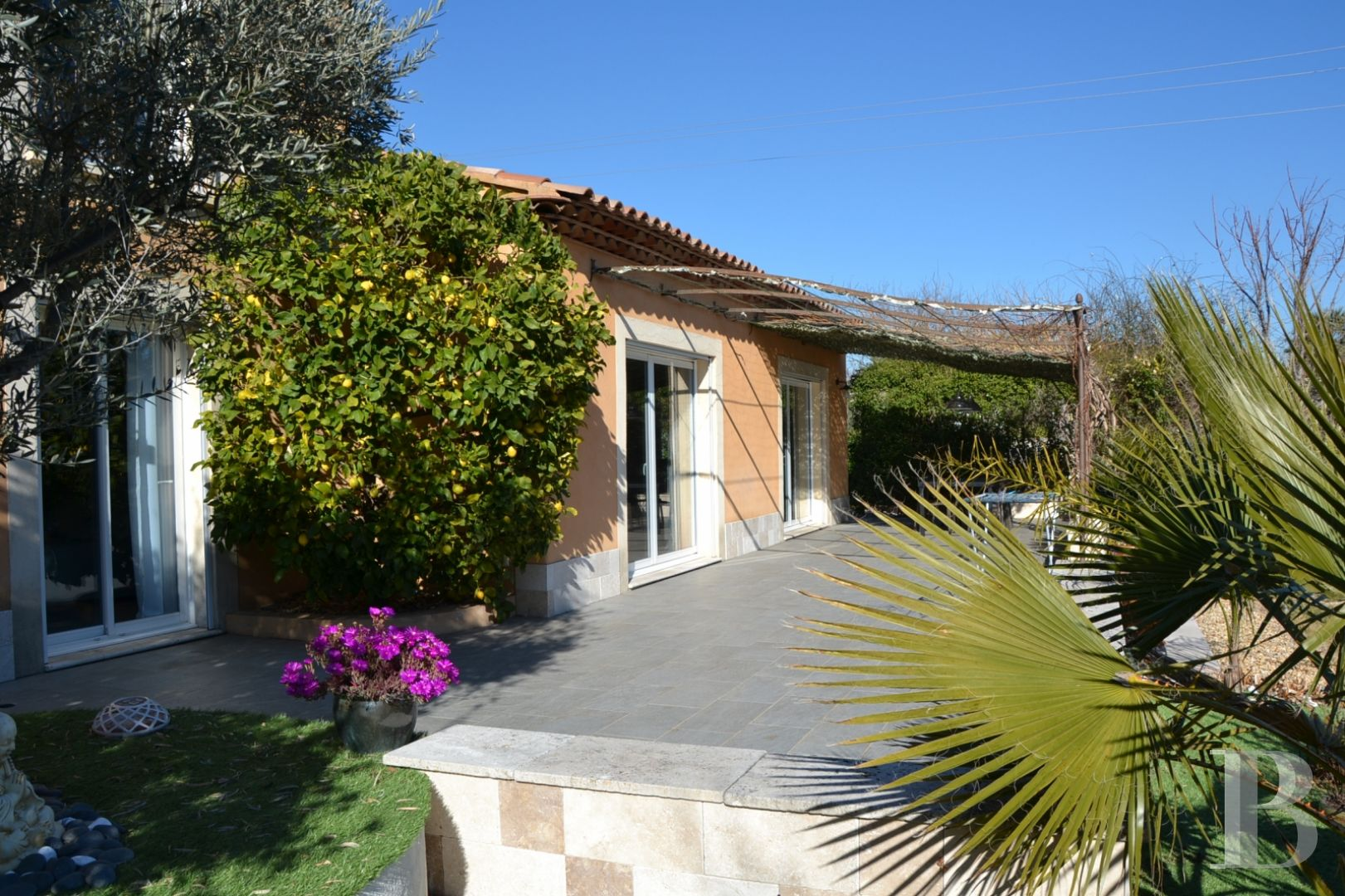 character properties France provence cote dazur 3927  - 3 zoom