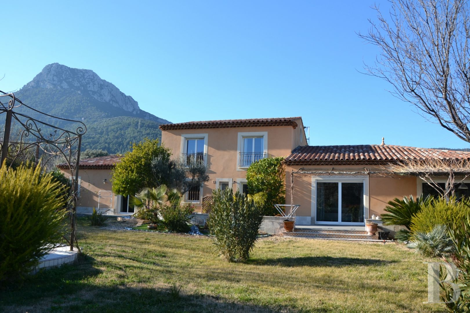 character properties France provence cote dazur 3927  - 2 zoom