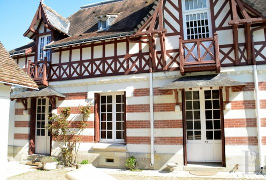 character properties France center val de loire character houses - 4