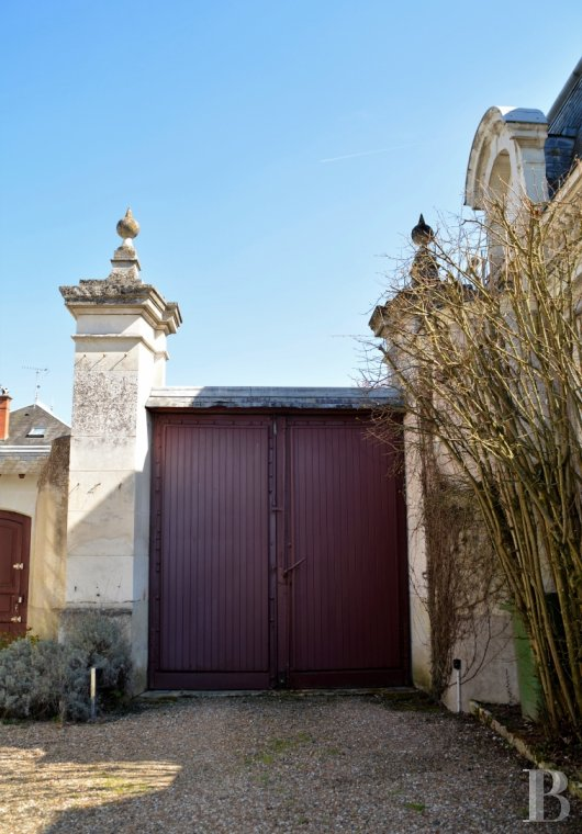 character properties France center val de loire character houses - 14