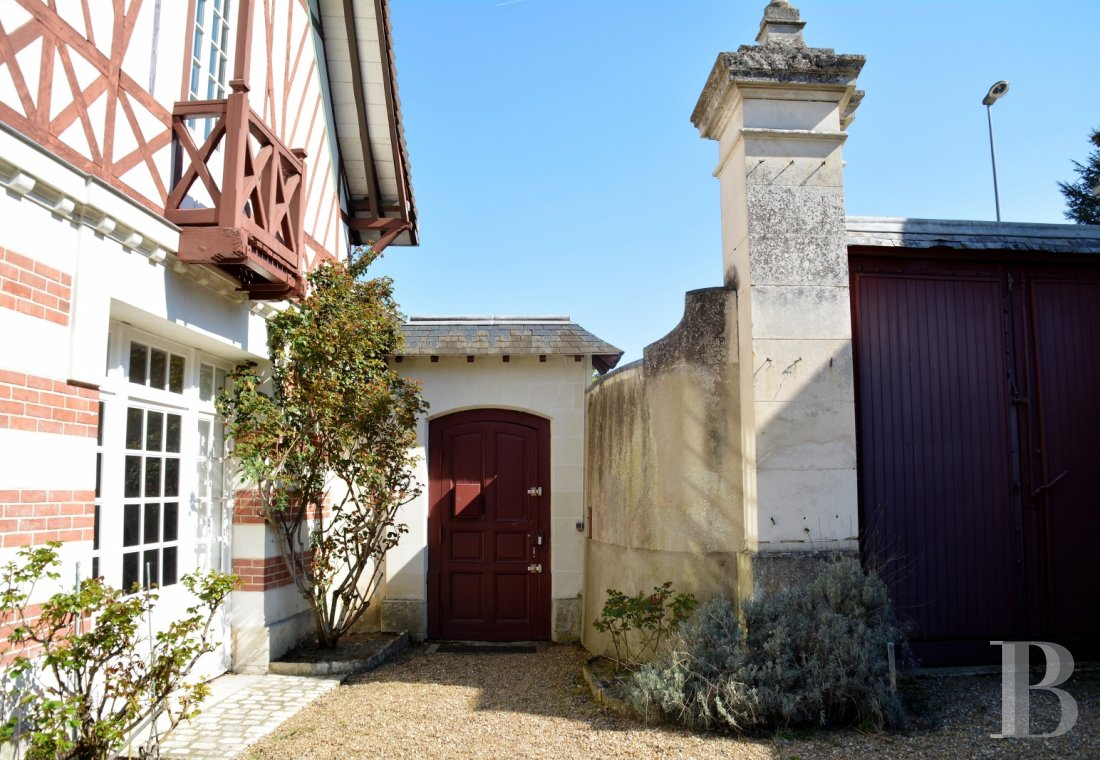 character properties France center val de loire character houses - 12