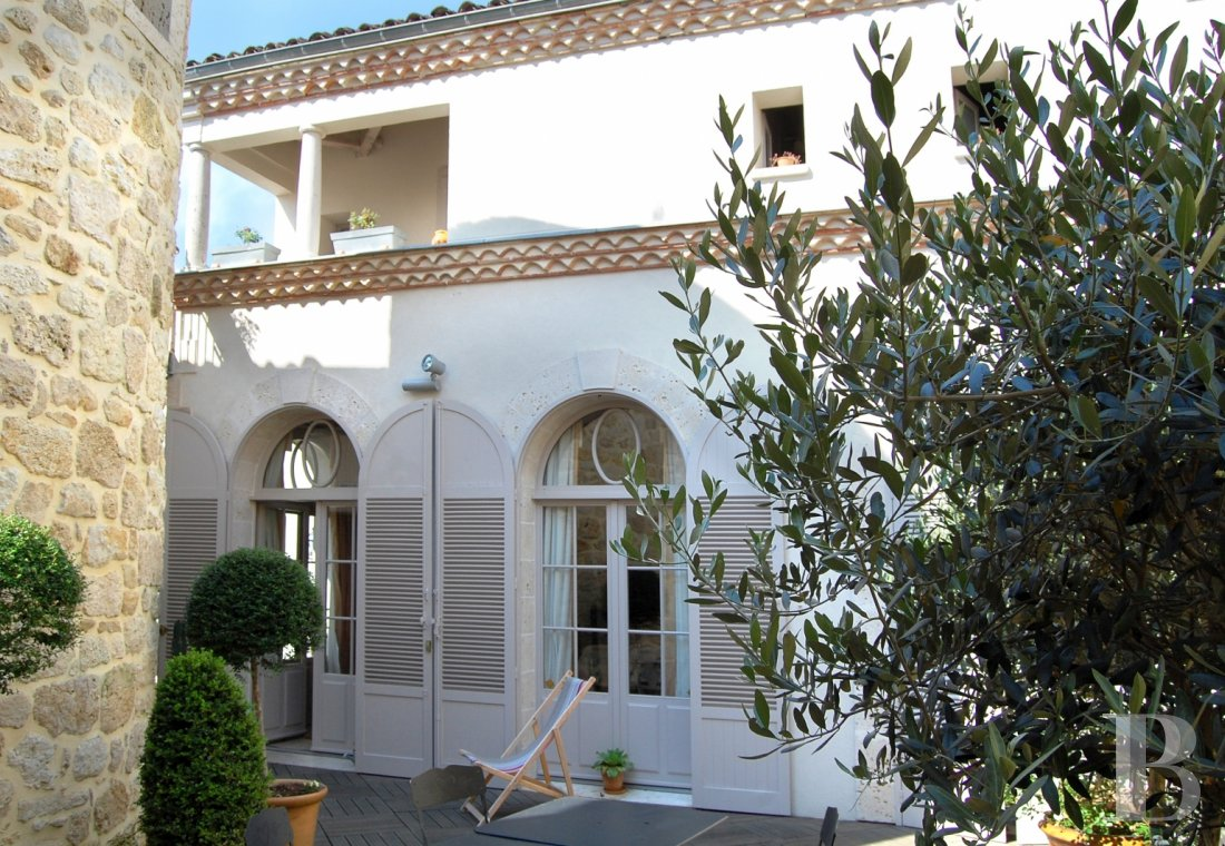 character properties France midi pyrenees   - 1
