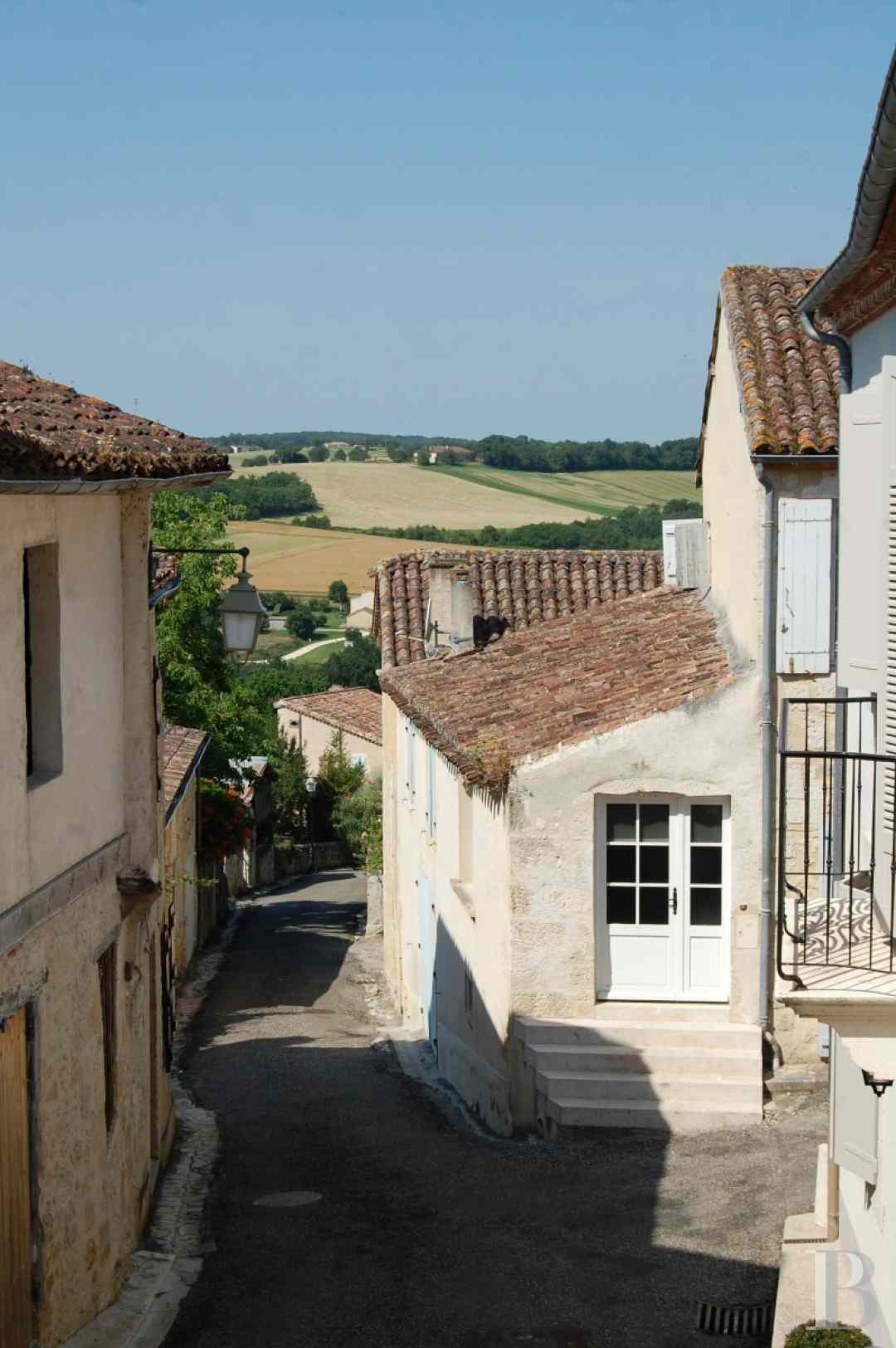 character properties France midi pyrenees 4026  - 15 zoom