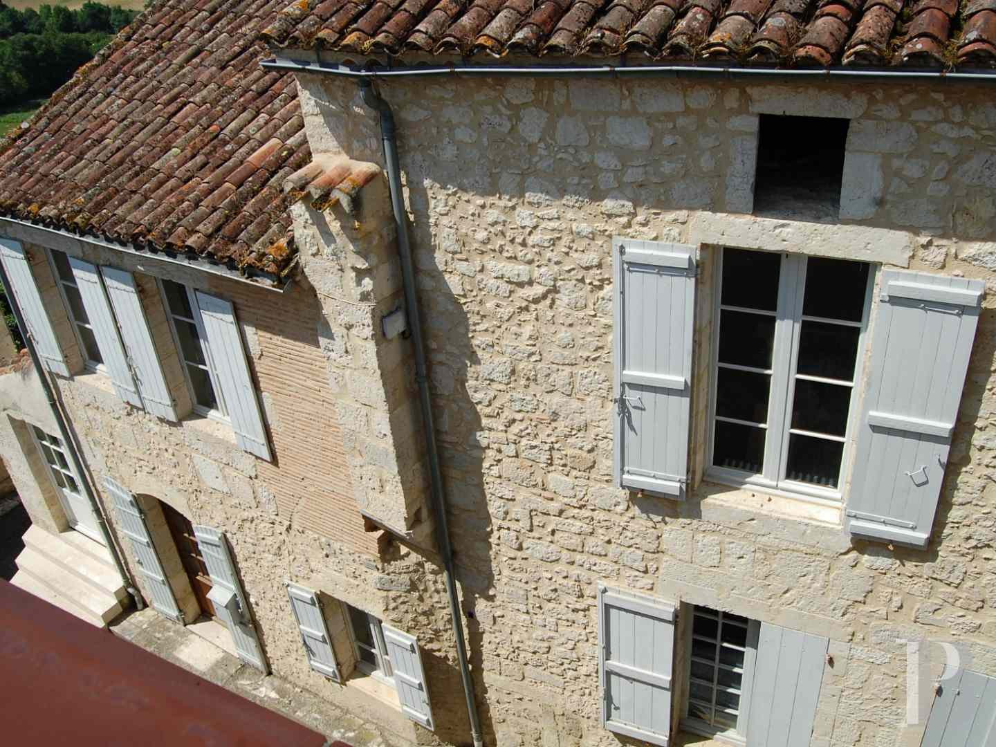 character properties France midi pyrenees 4026  - 5 zoom