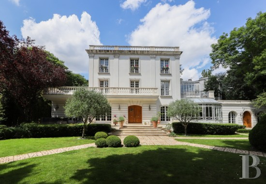 Houses for sale - paris - A 380 m² house and its 70 m² annex building in 1,067 m² of wooded garden, just a stone's throw from Saint-Cloud Park in Garches