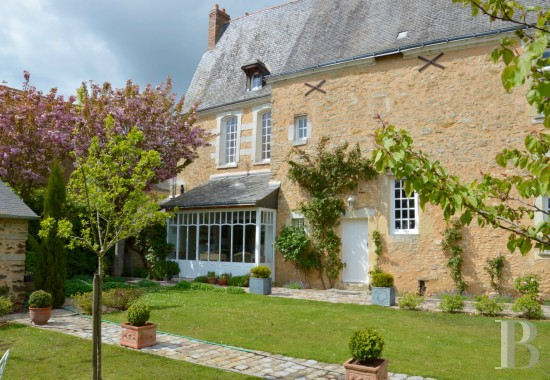 Religious edifices for sale - pays-de-loire - A perfectly restored, 17th & 18th century presbytery,  dominating a peaceful river in a village in the Anjou region